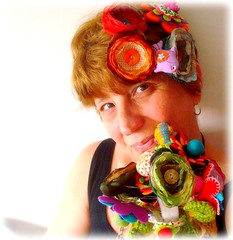Pós 51, enfeitada de flores (Lidia Luz) Tags: amigos flower flor felt fabric feltro tecido anabela lidialuz gatavalquíria