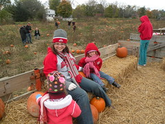 Got our Pumpkins! (Red~Hope) Tags: ally maddy october09 criclesfarms