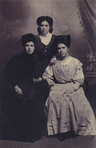 The Ferrie Sisters, 1905