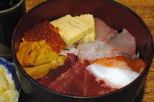 Clockwise - Tamagoyaki, Mentai, Uni, Maguro, Tako, Sake, Hamachi(?)
