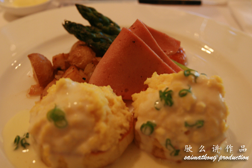 Creamy scrambled egg with chicken ham