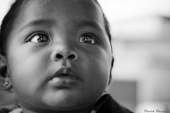Mas miradas (David Bresó) Tags: bw baby david bus del canon san juan retrato bn niña stop estacion sur nicaragua 2009 rivas bresó
