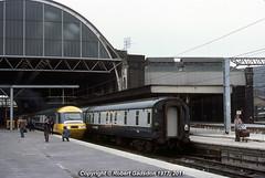 1977 - 'Silver Jubilee' Waiting to Leave for Edinburgh (Robert Gadsdon) Tags: geotagged edinburgh kingscross 1977 nonstop princestrust hst silverjubilee lvrc class43 125mph 253026 geo:lat=5153365 geo:lon=0123387