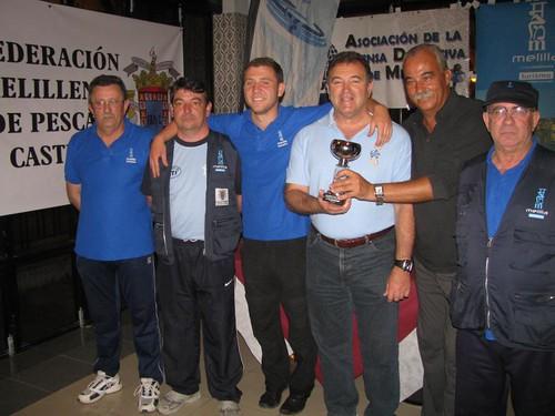 Gerardo Fernandez con su trofeo de campeon