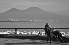 Coffee break (Nalì Faro) Tags: napoli caffè coffee break pausa sole sun street sea mare golfo vesuvio