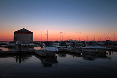 Kingston Marina (Ontario, Canada) (Andrea Moscato) Tags: andreamoscato canada america vista view vivid sunset dusk tramonto evening sera reflection riflesso water acqua freshwater lake lago harbor boat shadow light blue dark red porto