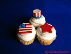Tuesday Toppers: 4th of July (jewelsb78(thefrostedcakencookie)) Tags: blue red white star cupcakes americanflag july4th independanceday fondant unclesamhat tuesdaytopper