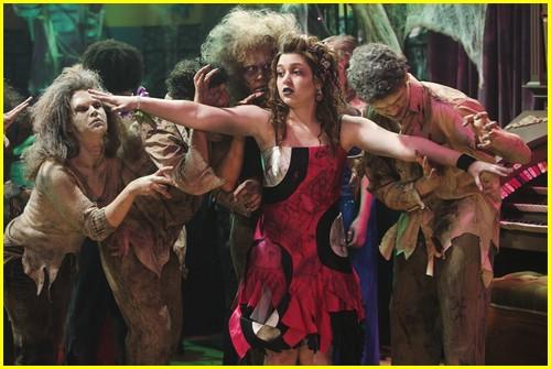 selena-gomez-zombie-prom-04
