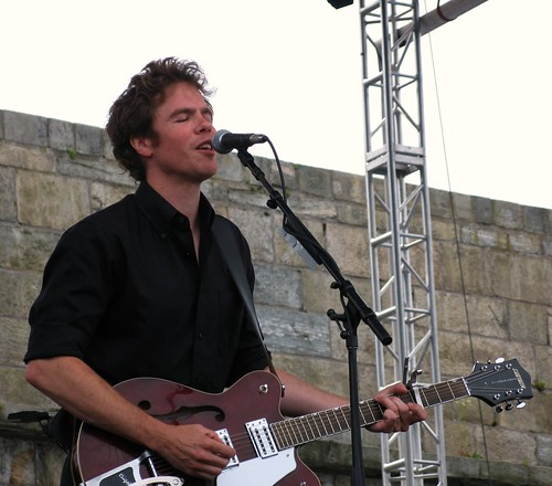 josh ritter at newport folk festival 2009  a happy performer