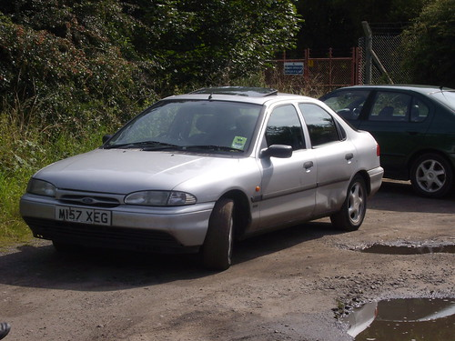 1995 Ford Mondeo Silver by manfromcovorsomewhere