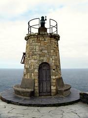 Antiguo faro del cabo San Agustin (jacilluch) Tags: españa lighthouse building faro spain arquitectura europa edificio asturias campana beacon bel achitecture coaña baliza ortiguera