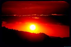 Wenn die rote Sonne in den Bergen untergeht... (live-is-a-curse) Tags: sky sun heaven sonnenuntergang himmel wolken sonnenaufgang cluds