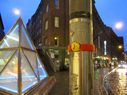 Knit graffiti - Hurry up!