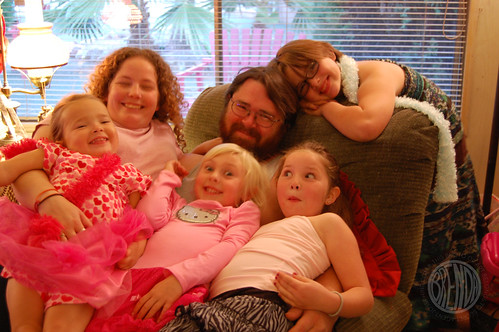 Everybody pile on Uncle Shawn!