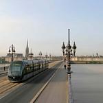 Bordeaux: Le tramway sur le pont de Pierre