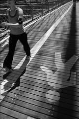 Brooklyn bridge running (Paganini.) Tags: bw newyork nikon streetphotography brooklynbridge d80
