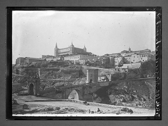 Puente de Alcántara y Alcázar hacia 1910. Fotografía de Charles Chusseau-Flaviens. Copyright © George Eastman House, Rochester, NY