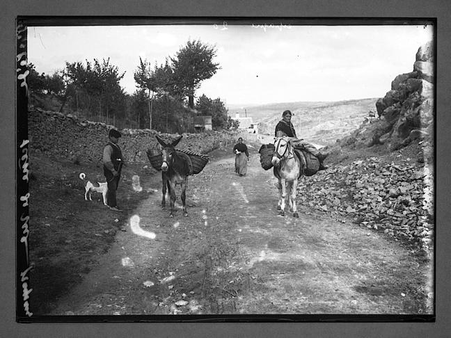 Paisanos de Toledo en un camino cercano a la ciudad hacia 1910. Fotografía de Charles Chusseau-Flaviens. Copyright © George Eastman House, Rochester, NY