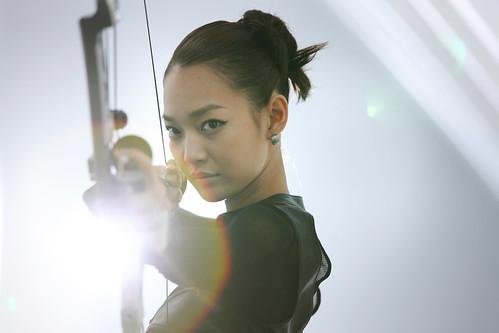[フリー画像] 人物, 女性, アジア女性, 韓国人, 弓矢, 201106132100