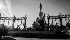 Sleeping beauty castle (Jojo_VH) Tags: 2015 chateaudelabelleauboisdormant dlp disneylandparis halloween sleepingbeautycastle blackandwhite bw castle castlestage disney