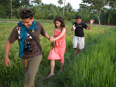 Shooting on location (Bacong Rice Field, Dumaguete City) (alvinj88) Tags: dumaguetecity cleevillasor erorlavistecusap joanboro