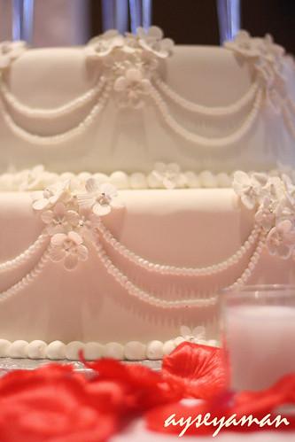 Beyaz Çiçekli Düğün Pastası