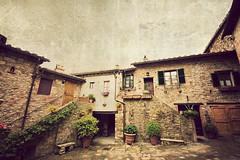 San Gusmé (Manlio Castagna) Tags: house texture village siena hdr manlio cortile tonemapped tonemap sangusmè manliocastagna manliok