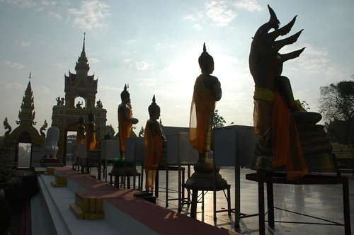 The gate and procession statues at Wat That Phanom