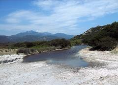Anse d'Arbitru : embouchure du ruisseau de Laticiatu