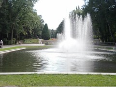 Bialystok Park / Bjalistoko Parko (fotoisto2005) Tags: park trees people green water fountain grass europa europe leute springbrunnen eu poland polska polen gras gruen zielony woda esperanto ludzie zamenhof europ baume verda trawa fontanna bialystok drzewa podlasie parko akvo arbaroj grun europo pollando wasserr bjalistoko podlasio herbajxo hompoj