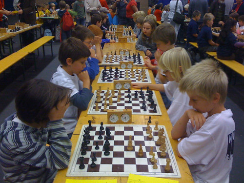 De 2e ronde is begonnen, en wat blijkt? Beide E-teams spelen tegen elkaar!