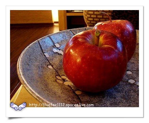 090919-3花宜6輪4日遊_潭心閣08_茶几上的蘋果