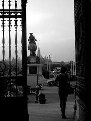 Weg (MrGallagher) Tags: vienna wien autumn austria virginia grigio herbst away september via osterreich autunno settembre graysky weg hofburg cieloplumbeo uggia