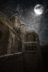 Una vez so... (Carles9) Tags: light moon art digital canon dark stars eos women darkness mark atmosphere bretagne luna ii moonlight 5d montsaintmichel 1635 1635mm ef1635mmf28liiusm 1635ii 5dii obramaestra