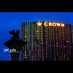 Crowned (jef cris) Tags: venetian crown bluehour macau hmb crowned cityofdreams cotaistrip canon400d happymondayblues jefcrisyaneza