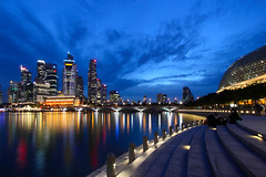 Durian Blue (J.^2) Tags: bridge reflection canon singapore steel esplanade durian cbd bluehour curve fullerton j2 jiangjiang uob maybank 50d jsquare