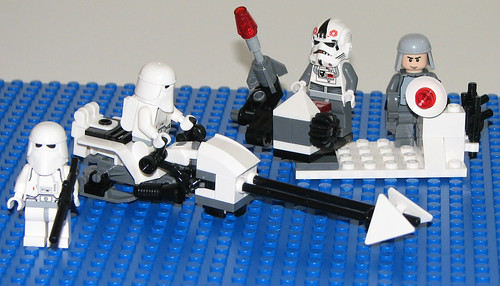 2010 LEGO Star Wars 8084 Snowtrooper Battle Back