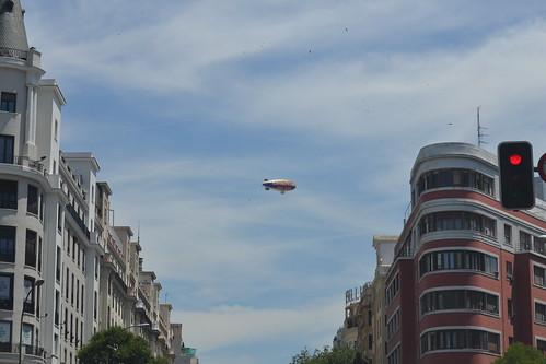 Por la calle de Alcalá (Madrid) 12062011