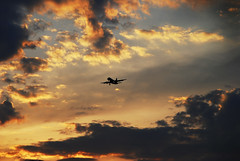 Flying into the Sunset (BHagen) Tags: sunset airplane washingtondc flying airport nikon aviation jet regannational d80