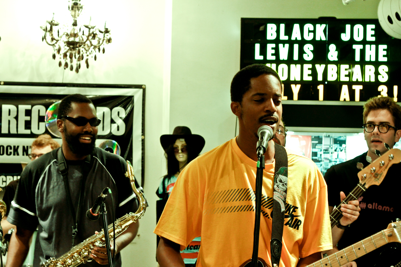 Black Joe Lewis & The Honeybears—July 1, 2009 @ Criminal Records