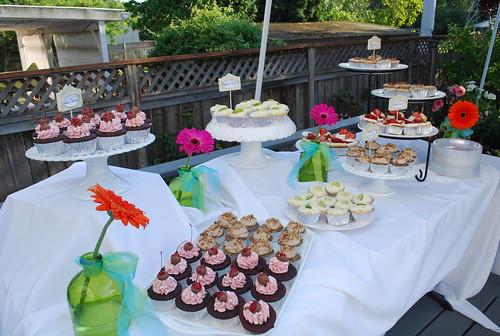 garden wedding cupcake table