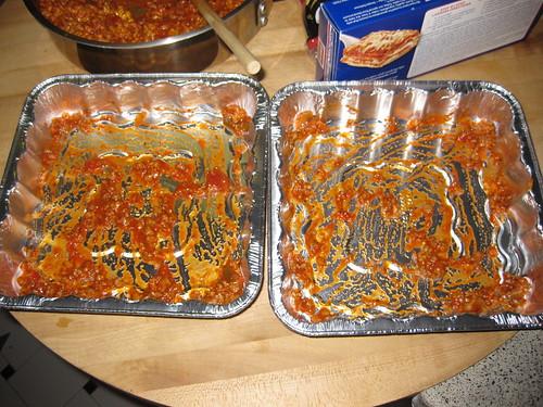 Preparing lasagna pans