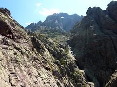 Dans la falaise de Tana di l'Orsu : vue imprenable sur le Tafonatu
