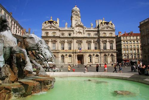 lyon - city hall and fountain por allylic.