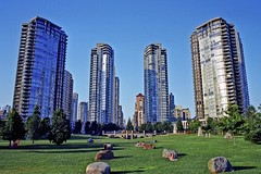 Vancouver, grass and glass ! (photoriel) Tags: park city summer urban house canada building architecture vancouver garden landscape town britishcolumbia colorphotoaward worldtrekker flickrlovers greatshotss arethesebuildings