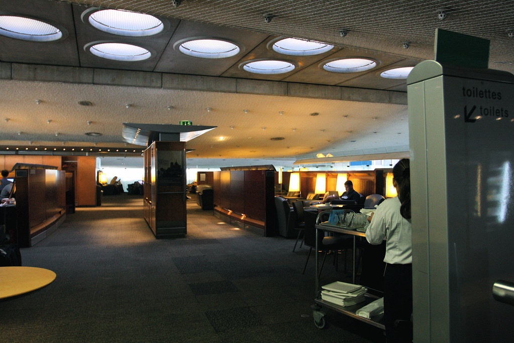 Air France lounge in Charles de Gaulle Airport by TravelingOtter via Flickr