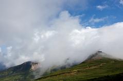 雲が駆け上がる