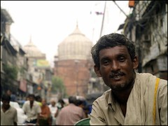 Indian in the streets of Old Delhi (maios) Tags: street old travel portrait people india man photo flickr foto photographer delhi indian fotografia backround manikis maios iosif heliography χρώμα ταξίδι εικόνα φωτογραφία ινδία φωτογράφοσ ιωσήφ έλληνασ ασία ηλιογράφοι μάϊοσ μανίκησ ταξιδευτήσ