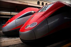 frecciarossa (Liberty Place) Tags: train searchthebest best stazione coppia cuple binari treni supershot flickrsbest tergicristalli abigfave ultimateshot theunforgettablepictures frecciarossa overtheexcellence theperfectphotographer goldstaraward