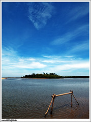 Putatan - Goal Post at the Lagoon? =) (sam4605) Tags: landscape ed bay scenery empty olympus malaysia borneo kotakinabalu e1 sabah emptiness kota kinabalu pemandangan zd lanskap putatan sabahborneo 1442mm